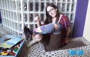 这名叫做克里斯蒂娜•斯蒂芬的女子在一场车祸后失去了左下肢。日前她突发奇想,用乐高积木做成假肢,并将制造过程录成视频,传到视频网站YouTube上,吸引了32.5万次的点击量。
