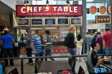 位于华盛顿雷德蒙德的微软总部里的这家餐厅太不可思议:食物色香味俱全不说,价格公道到外面吃一顿,这里能吃三顿。去那就餐真是非常精彩的一次体验!餐厅叫做Cafe 16,翻新之后刚刚开放。虽然和谷歌一样,食物并不免费提供,价格确实非常公道。一份芦笋藜麦牛排只要6.5美元,而且非常美味。一起去看看吧?