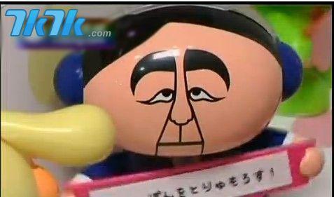 日本民调也证实,安倍晋三的支持率四月就冲上百分之七十,他领导的自民党极有可能在21号的参议院选举中大获全胜,结束日本议会六年来的僵局。(图为安培玩具)