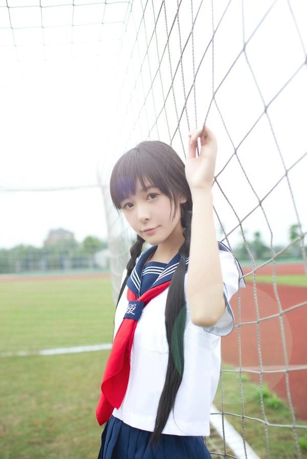 徐娇16岁生日微博发写真 水手校服清纯可爱