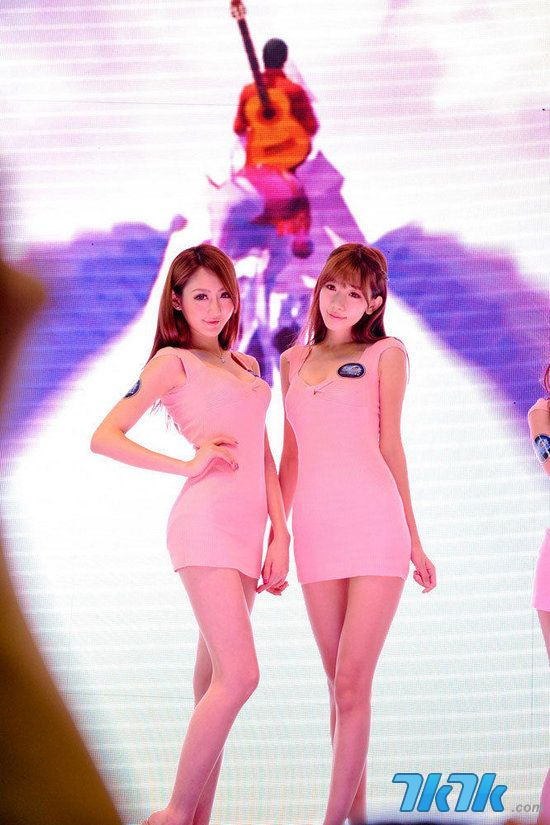 韩国游戏网站GameNote曾在前一段时间撰文宣称ChinaJoy中的部分ShowGirl涉嫌性交易丑闻,在韩国业内引起了很多的讨论,近日该网站又一次撰文批评中国的ShowGirl,称林子大了什么鸟都有,目前这篇文章稳居该网站点击率的第一位。(配图与文章内容没有直接关系)