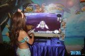 图为记者会时Showgirl正在示范游戏怎么玩。