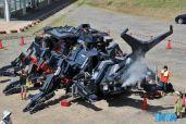 """当地时间2013年8月14日,日本茨城县,一只巨大的名为""""Kabutom RX-03""""的机械甲壳虫打破了小城宁静的气氛。这台由日本工程师HitoshiTakahashi(高桥均)历时11年打造的""""现实版钢铁甲虫"""",让人简直无法相信自己的眼睛。"""