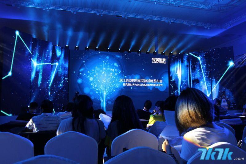 2013年8月28日,中国领先的网络游戏开发商和运营商完美世界联合360游戏、Unity Technology Ltd召开页游战略级发布会,会上完美世界公布其全新的3D技术产品蓝图以及全球ARC标准化网游发布平台。这意味着国内页游产业技术升级正式迈出了第一步,同时也标志着完美将页游全面带入3D时代。(2013完美世界页游战略发布会现场)