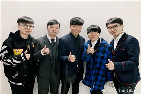 iG晒Rookie与JJ林俊杰合照
