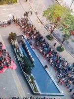 腾讯新年开工发红包 员工排长队场面壮观